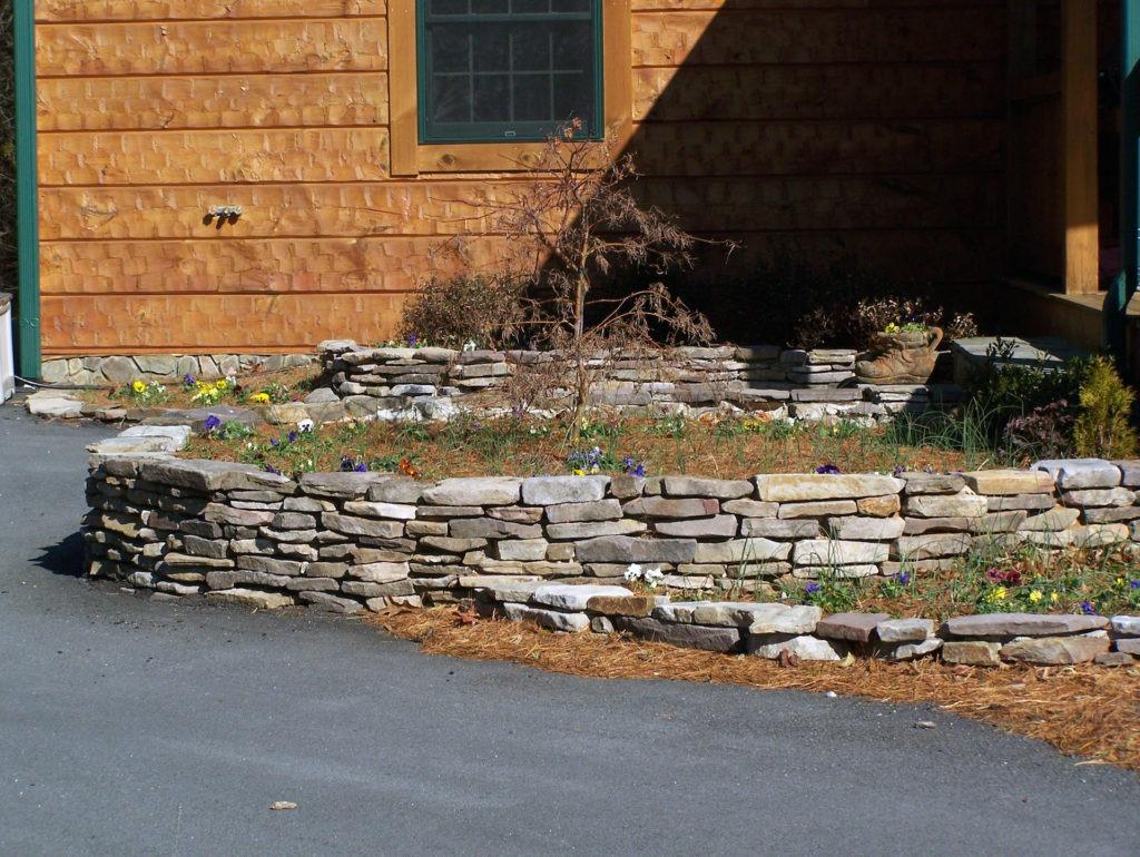 Thin Virginia Fieldstone laid in a drystack pattern